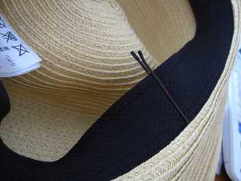 帽子を風で飛ばされない