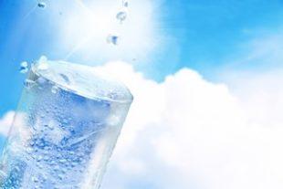 熱中症を防ぐ水分補給にはどんな飲み物がベスト?タイミングや量は?