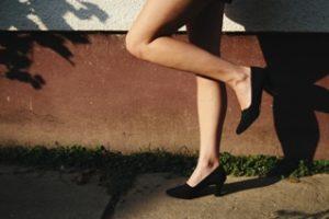 膝の黒ずみはなぜできる?日常生活に潜む原因を知って予防する!