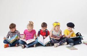 読書感想文の書き方は?小学生向けの文の構成や例と教え方