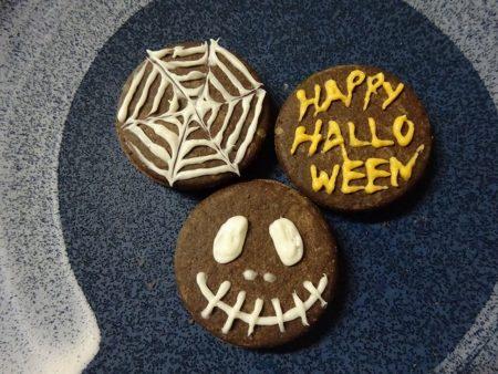 ハロウィンは市販のお菓子を簡単アレンジ!チョコペンさえあればОK!