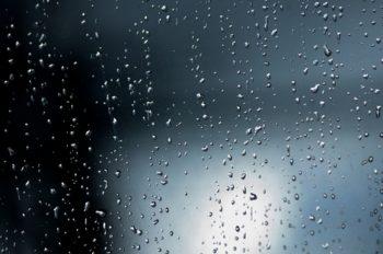 マンションの台風対策で窓ガラスを守るには?雨戸がないときの方法